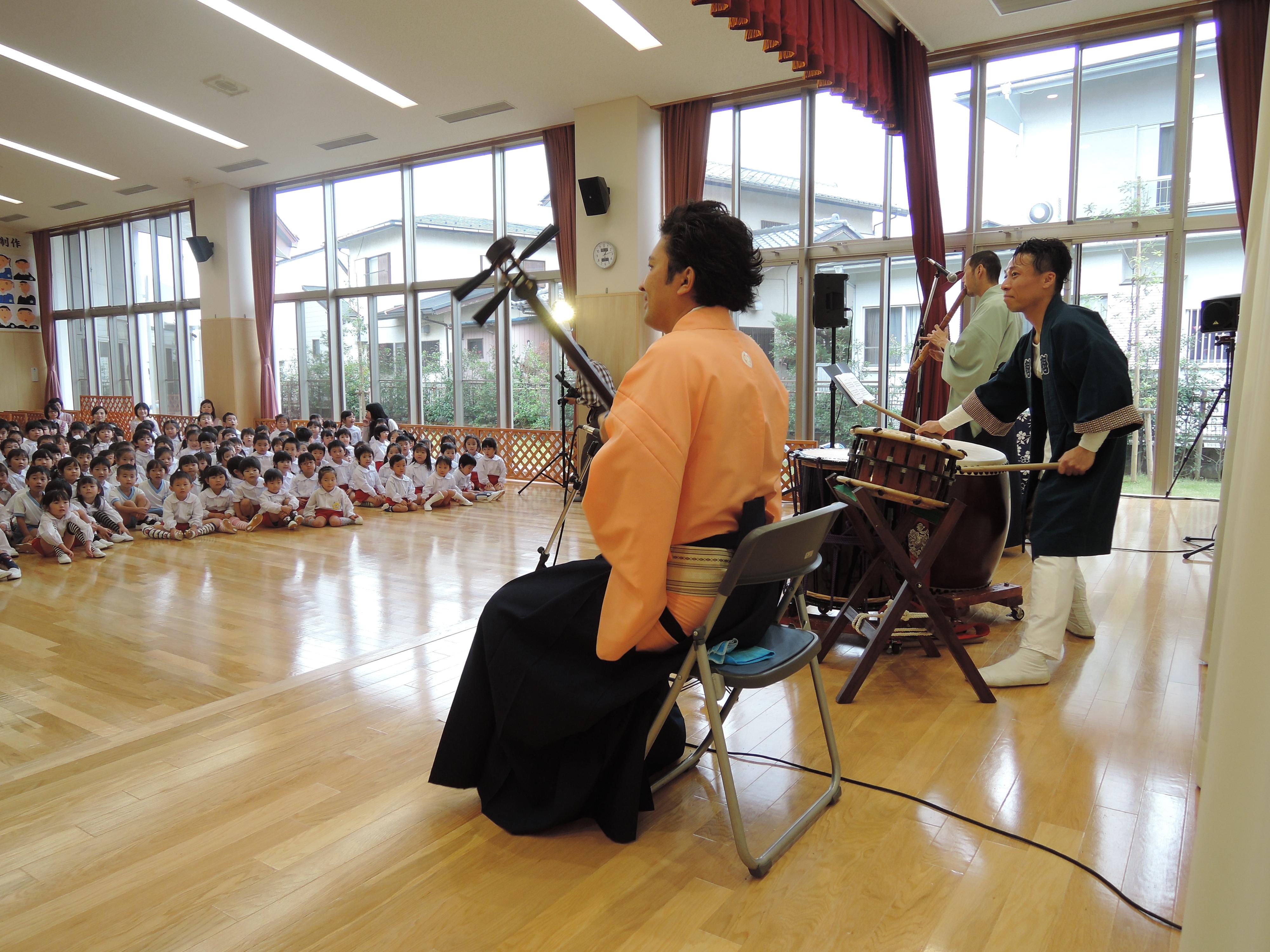 初めての和楽器の音色に幼稚園のみんなも楽しいコンサート!
